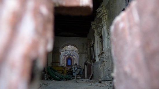 Roscigno, Italy: церковь заброшенного города