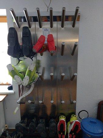 Lessach, Austria: Ski-shoes dryer.