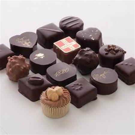 Chambéry, France : Variés les plaisirs avec les déclinaisons de chocolats frais fourrés fruits, ganache, alcool et tant d'autres..