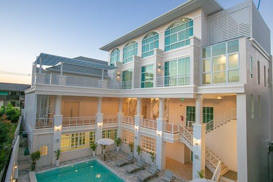 Enjoyable De Hug Hotel Residence In Chiang Rai Th Review Of De Beutiful Home Inspiration Xortanetmahrainfo
