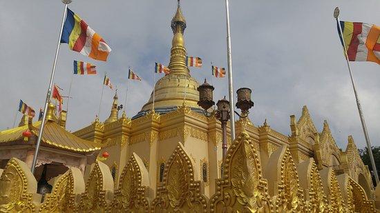 Pondok Brastagi, อินโดนีเซีย: golden temple