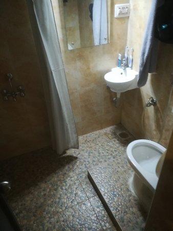Le Chateau: minuscule sale de bain, inutilisable