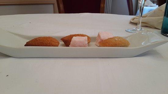 Saint-Arnoult-en-Yvelines, ฝรั่งเศส: sweets offered