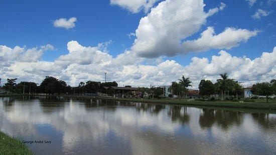 Lago no centro da cidade de Engenheiro Coelho, SP.