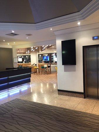 Holiday Inn London - Wembley: Lobby Area