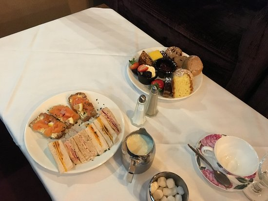 Clane, Ireland: Afternoon tea