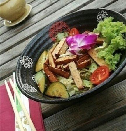 Z 10: smoked Tofu Salad