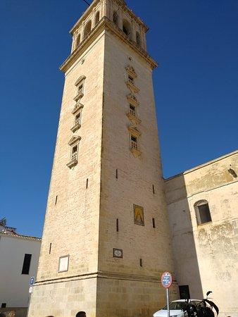 la torre de la Iglesia de la Virgen de La Oliva, es una semejanza a la giralda de Sevilla, por eso le llaman la giraldilla.