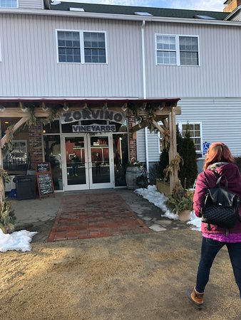 Sandown, NH : Trying some more delicious NH wine