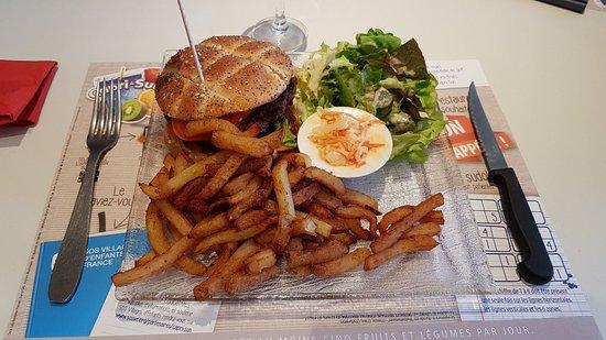 Le meilleur burger de France, viande du coin et Cantal AOC, une tuerie.