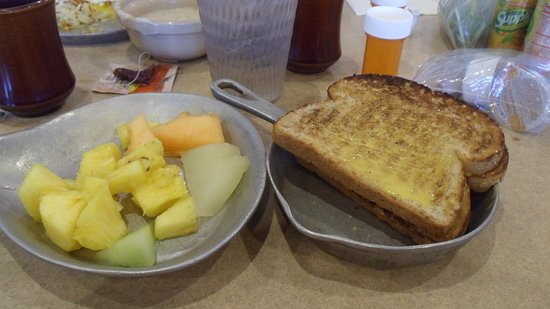 West Memphis, AR: Fruit bar and toast