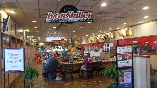 West Memphis, AR: Walking into the restaurant