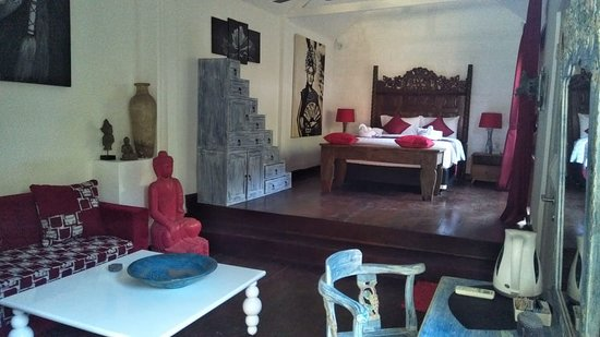 The Secret Jungle Villas By Premier Hospitality Asia: Yellow Villa Room