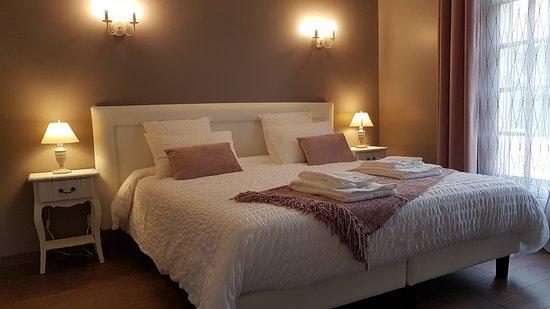 Yvelines, Francia: Venez découvrir notre chambre Clair de lune et profitez d'une belle soirée romantique.