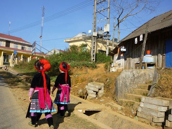 Yên Bái, Việt Nam: H'mong ethic minority in township of Yen Bai