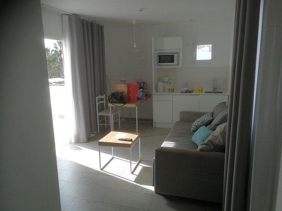 Unser Wohnzimmer inkl. kleiner Küche - alles, was man braucht.
