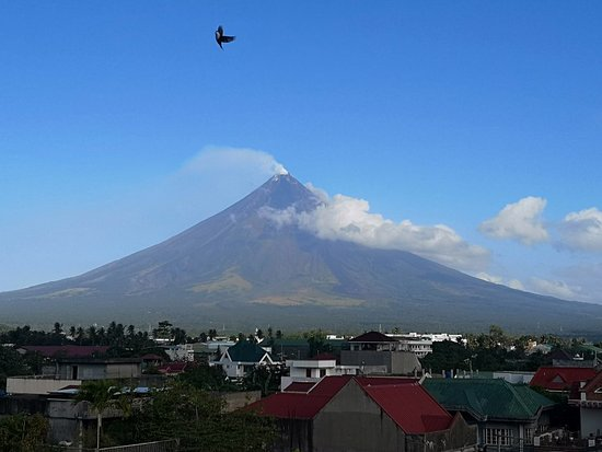 Albay Province, Philippines: Got a chance to see the majestic Daragang Magayon a.k.a Mt. Mayon