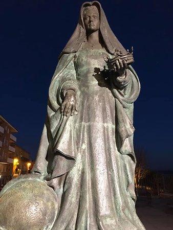 Monumento a Reina Juana I de Castilla