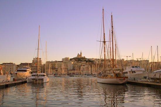 Residhotel Vieux Port: Набережная, где приятно прогуляться в любое время