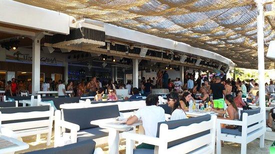 Paradise Beach, Yunanistan: Lively atmosphere beach