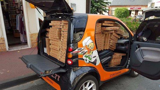 Conches-en-Ouche, France : Livraisons à partir de 2 pizzas
