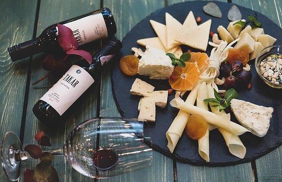 The Tolma: Գաղտնիք չէ, որ գինին ու պանիրը շատ նուրբ և գեղեցիկ համադրվում են, ինչպես սիրահարները:  Մեր բարեհամբյուր մատուցողները կօգնենք Ձեզ ընտրել այս երեկոյի ամենանրբահամ գինին, որը կշոյի միայն Ձեր քիմքը  ;) <3 ------------------- #The_Tolma #Restaurant #հայկական_ավանդական_ուտեստներ #եվրոպական_և_հայկական_խոհանոց —