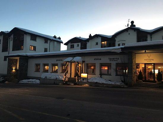 Valbella, Schweiz: Optimale Lage, direkt neben der Piste. Kurze Wege vor und nach dem Ski-Plausch. Gratis Bus, für Rothhorn-Lifte) gleich unterhalb vom Hotel