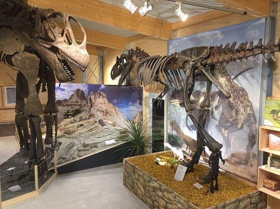 Taufkirchen, Germany: Neue Dinohalle