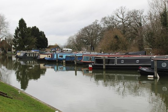 Caen Hill Cafe: Canal boats near the cafe