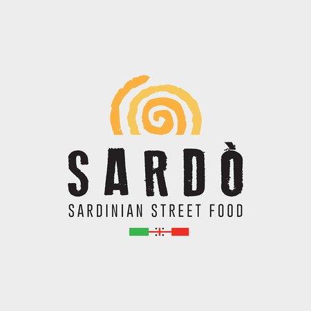 Sardò nasce nel 2014 da due soci uniti dal sogno di raccontare l'amore e le tradizioni culinarie della propria terra: la Sardegna. Far conoscere le sue materie prime, le sue eccellenze e le sue ricette in Italia e all'estero.