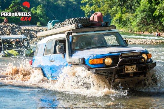 Pozuzo, Peru: Some aventure crossing a river