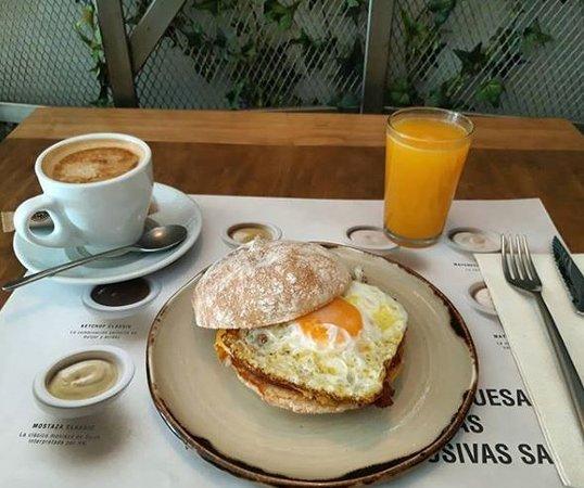 Hamburguesa Nostra: ¡Vamos a por el martes!... Arranca motores y recarga pilas con nuestros super desayunos...😉😍 ⭐⭐⭐⭐⭐⭐⭐⭐⭐⭐⭐⭐⭐⭐