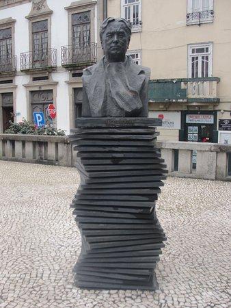 Busto de Abel Salazar : Busto