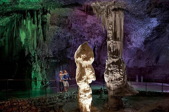 罗维尼的Postojna洞穴和Predjama城堡