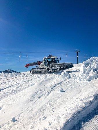 Frabosa Sottana, Italija: Il gatto delle nevi in azione ad Artesina..