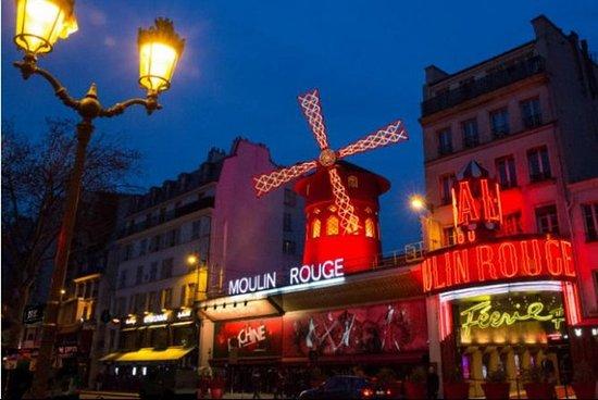 Show del Moulin Rouge con Champagne