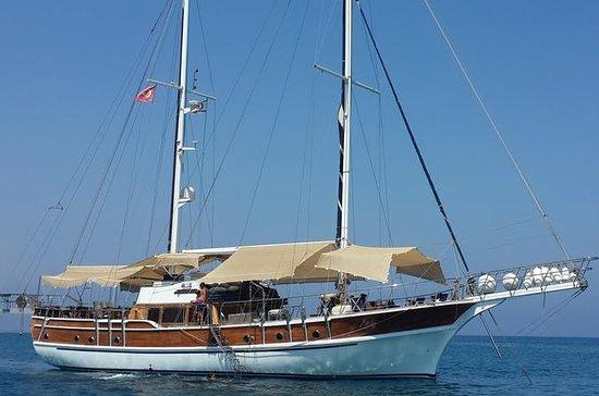 从拉纳卡Packagefor3P游艇之旅,凯里尼亚城堡,2路转移自助午餐