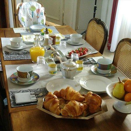Pleslin-Trigavou, Pháp: Petit déjeuner