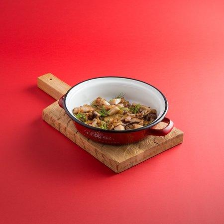 PETROV-VODKIN Russian Tapas Bar&Restaurant: Вареники с картофелем и сушеными грибами, подаются с жареным луком и шкварками