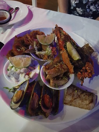 Cardo's Steakhouse & Cocktail Bar: Seafood Platter for two - amazing!
