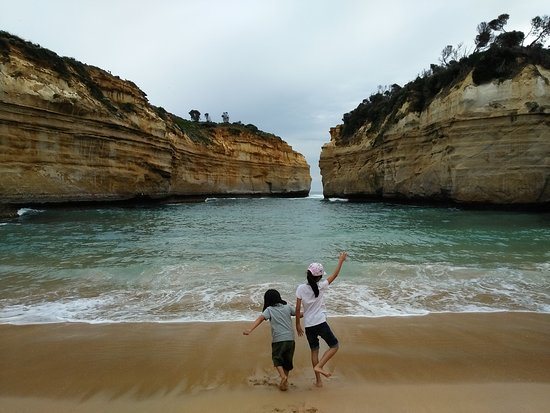 Amazing view. No word to describe. From Melbourne City took around 4@5 hours to Loch Ard Gorge. Must stay 2@3 day around here & you can see the amazing view beside you.