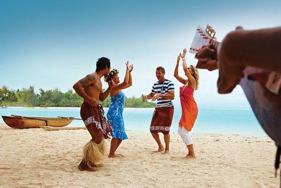 Isole Cook: Dance like nobody's watching. Do the local motion here at Muri Beach, Rarotonga.