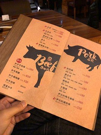 大部分的肉類都是有調味過的,豬肋條很好吃,豬頸肉也不錯,而松阪豬份量有點少且有一點豬味,所以我不是很愛。 今天吃了透抽&柳葉魚,食材都還滿新鮮的。價位稍稍偏高,但還可以接受。