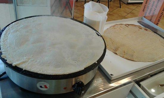 Boulangerie des Recollets: Crêpes faites sur place et devant vous.