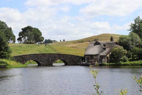 Hobbiton™ Movie Set 2-Hour Walking Tour from Shires Rest: The bridge to the Inn