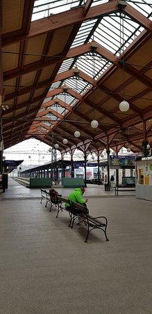 L'interno della stazione ferroviaria
