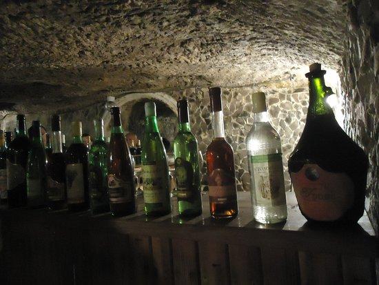 Serednye, Ucrania: Butelki  z oferowanych tu win wyglądają lepiej niż smakują same wina .
