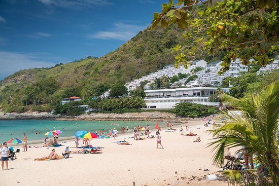 Naiharn Beach Resort: Nai Harn beach is a one of the TOP rated beaches in Asia