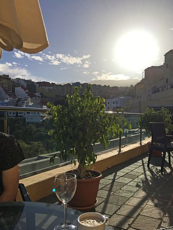 Hotel Rural Bentor: Breakfast on the terrace.