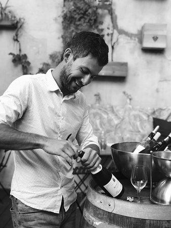 Tous les jours, le caviste propose une sélection de vin au verre pour s'accorder avec les mets cuisinés par notre chef.